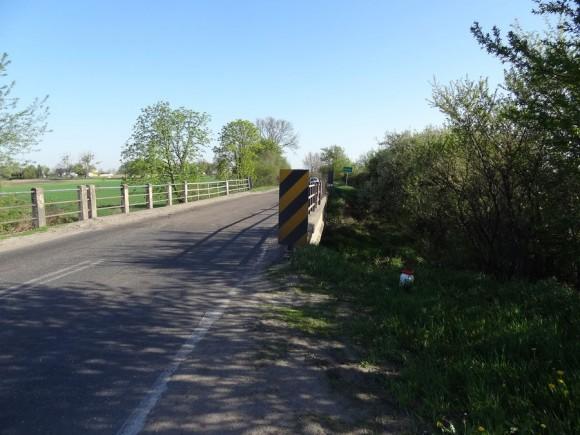 Most na Utracie przed Błoniem od strony Leszna
